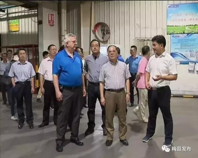 余其豹到梅县区调研重点项目和新农村建设等工作时强调:开创新局面 当好排头兵